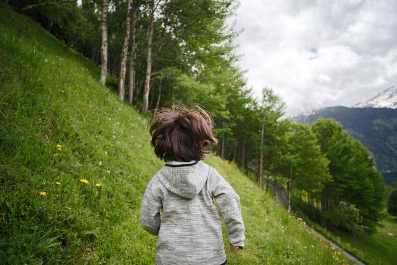 """O meu filho é """"desajeitado""""… o que posso fazer?"""